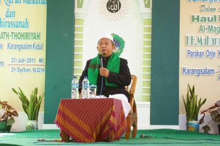 Para masyayikh khusyu' dalam menyimak pengajian khotmil qur'an