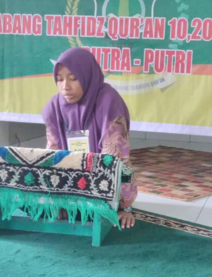 Ning Mila Juara 3 MHQ  Kategori 20 Juz Tingkat Kabupaten Banyumas